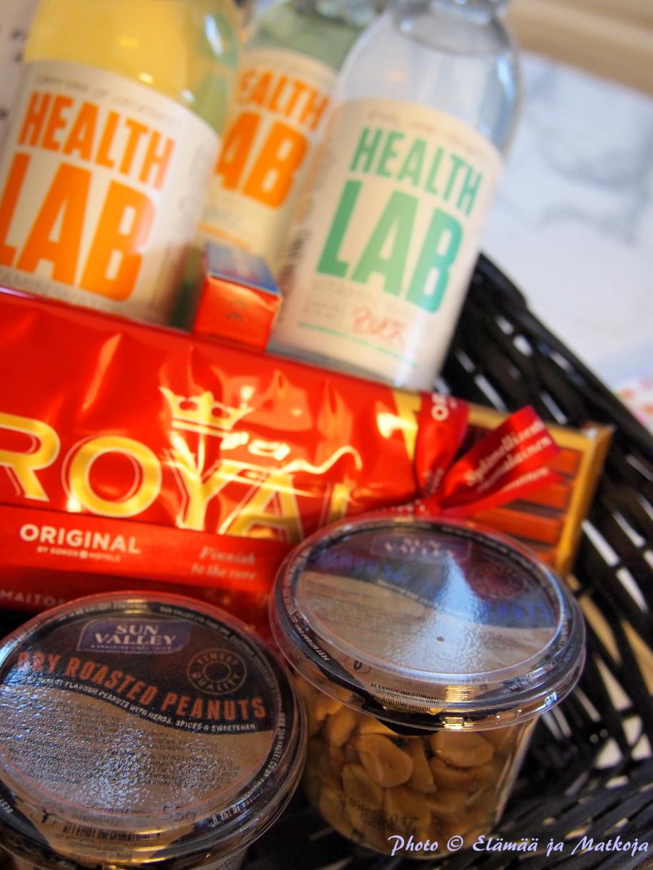 Aulan shopista voi ostaan pientä purtavaa sekä ihania vitamiinivesiä. Photo © Elämää ja Matkoja