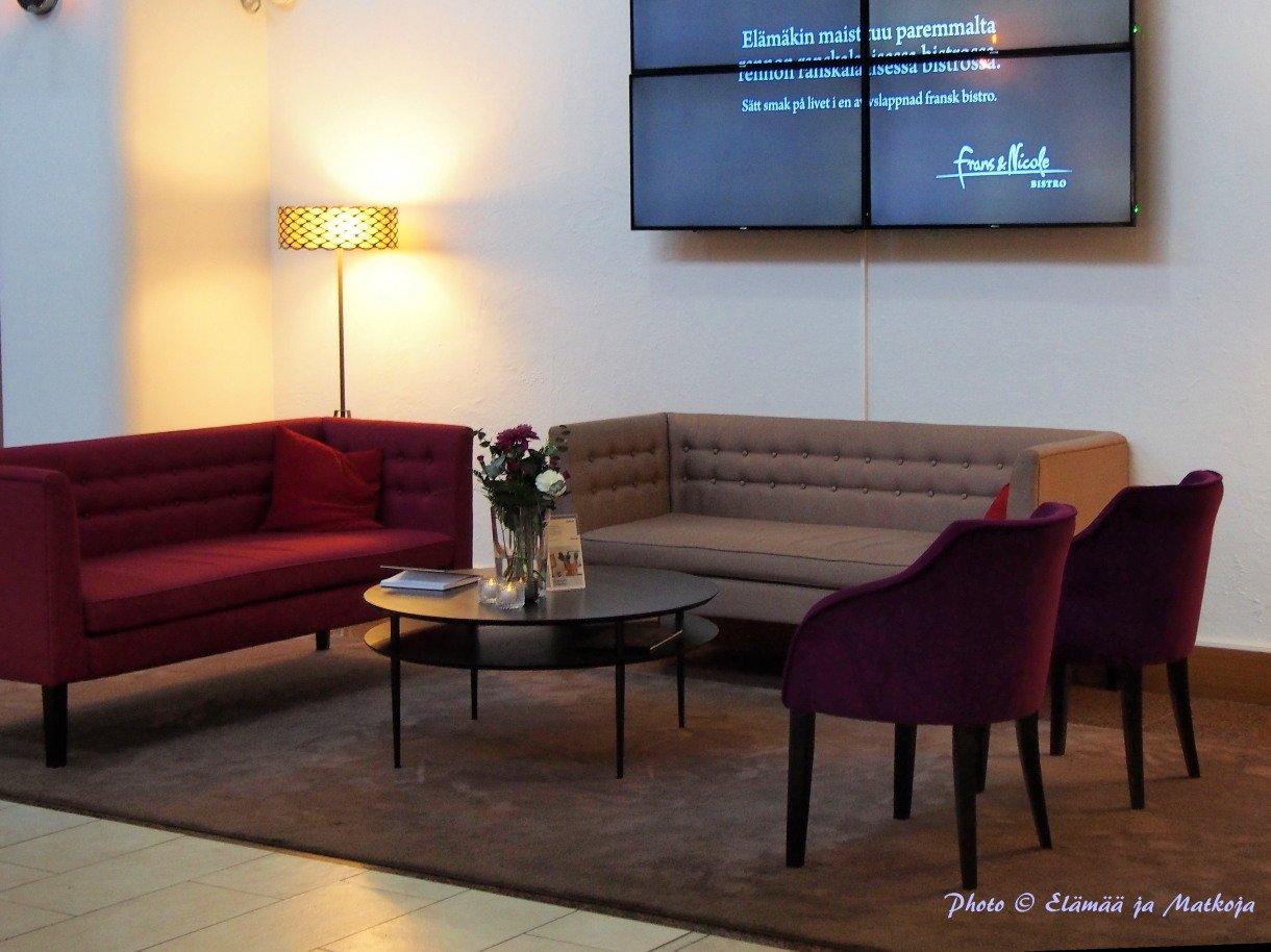 Royal Vaasa lobby 2 Photo © Elämää ja Matkoja