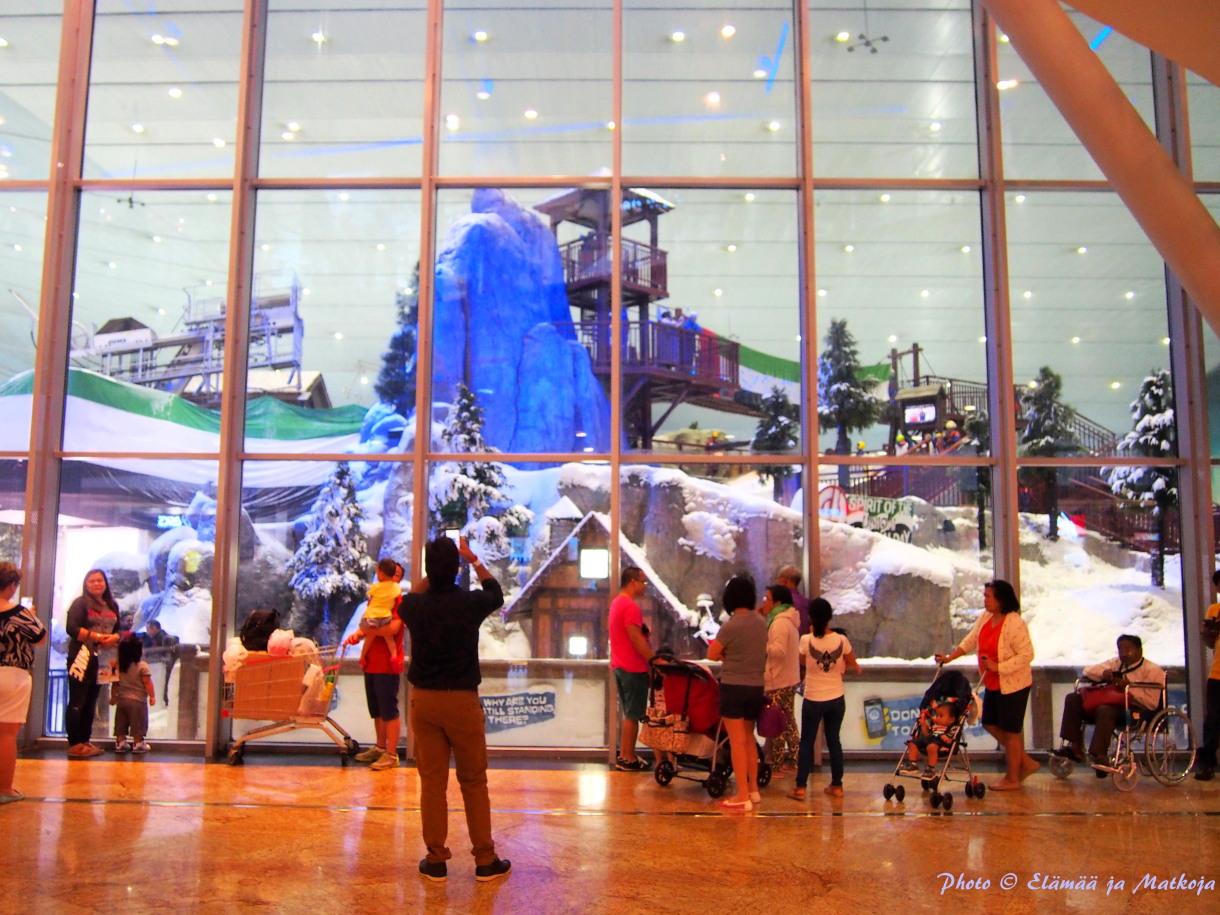 Jos tulee lunta ja pakkasta ikävä, ensiapua tarjoaa Mall of Emiratesin laskettelukeskus. Photo © Elämää ja Matkoja