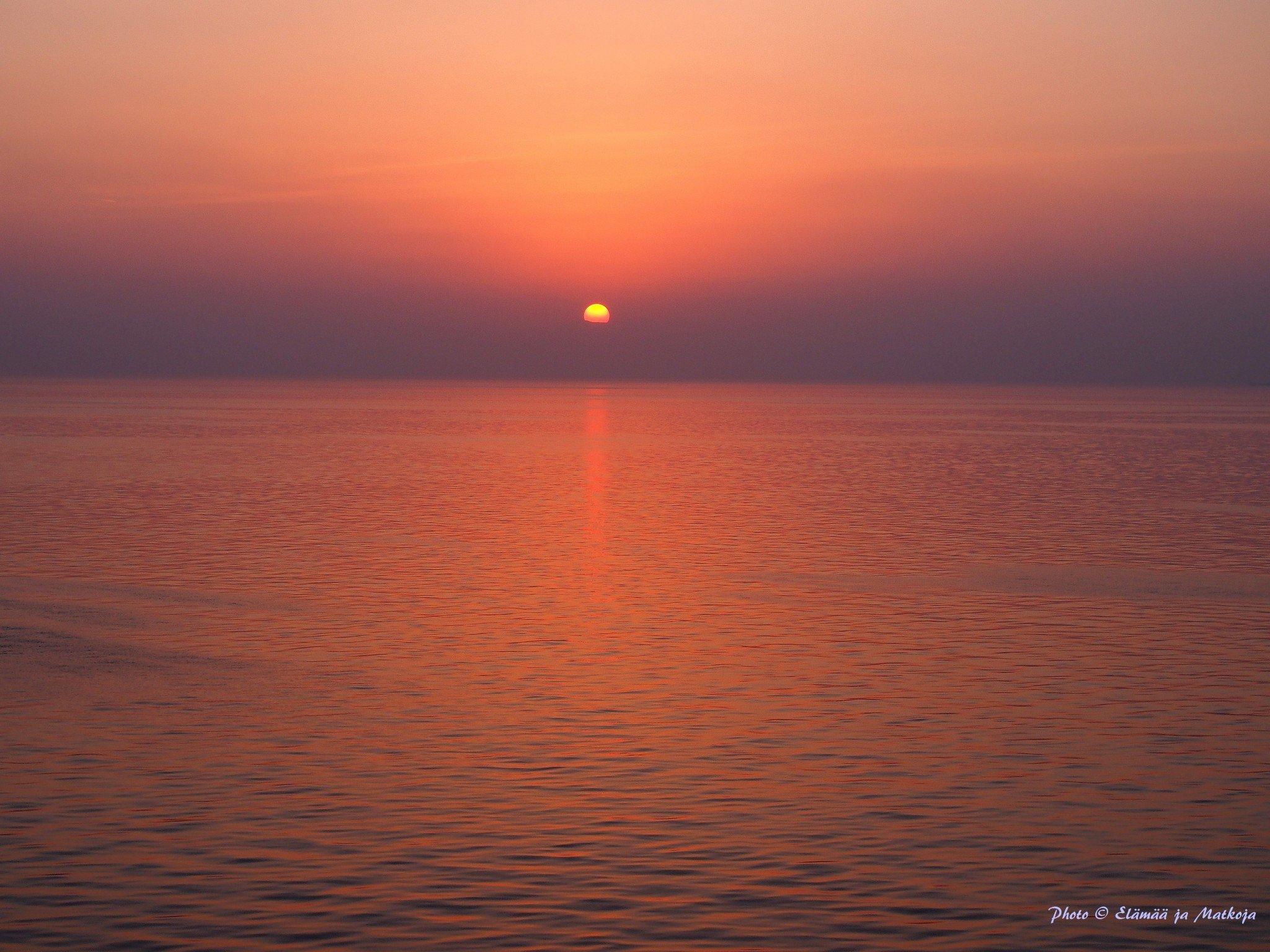 Nämä maagiset auringonlaskut ovat jo hyvä syy lähteä risteilemään! Photo © Elämää ja Matkoja
