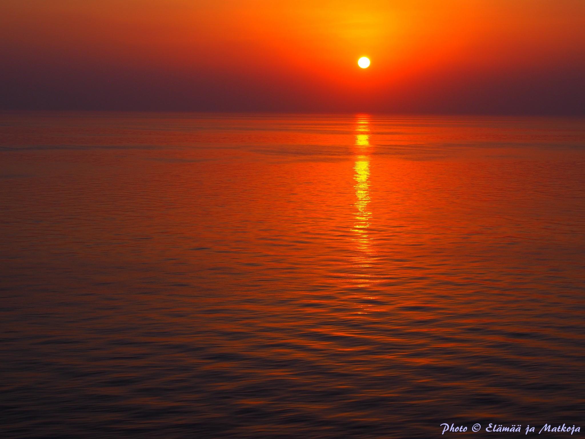 Nämä auringonlaskut eivät Photoshoppausta kaipaa! Photo © Elämää ja Matkoja