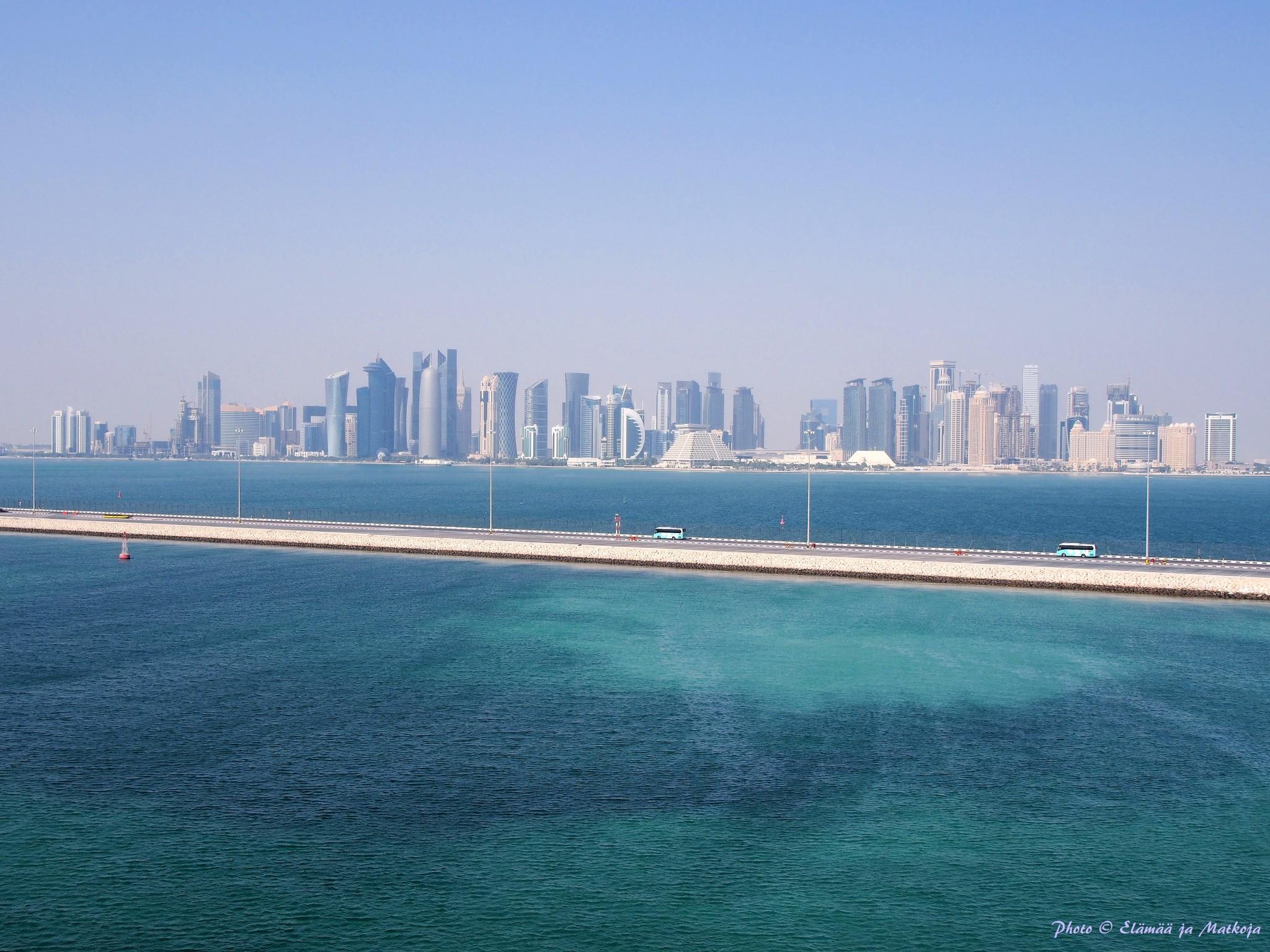 Aamun näkymä hytin parvekkeelta jokerikorttina reitille tulleeseem Qatarin pääkaupunki Dohaan. Photo © Elämää ja Matkoja