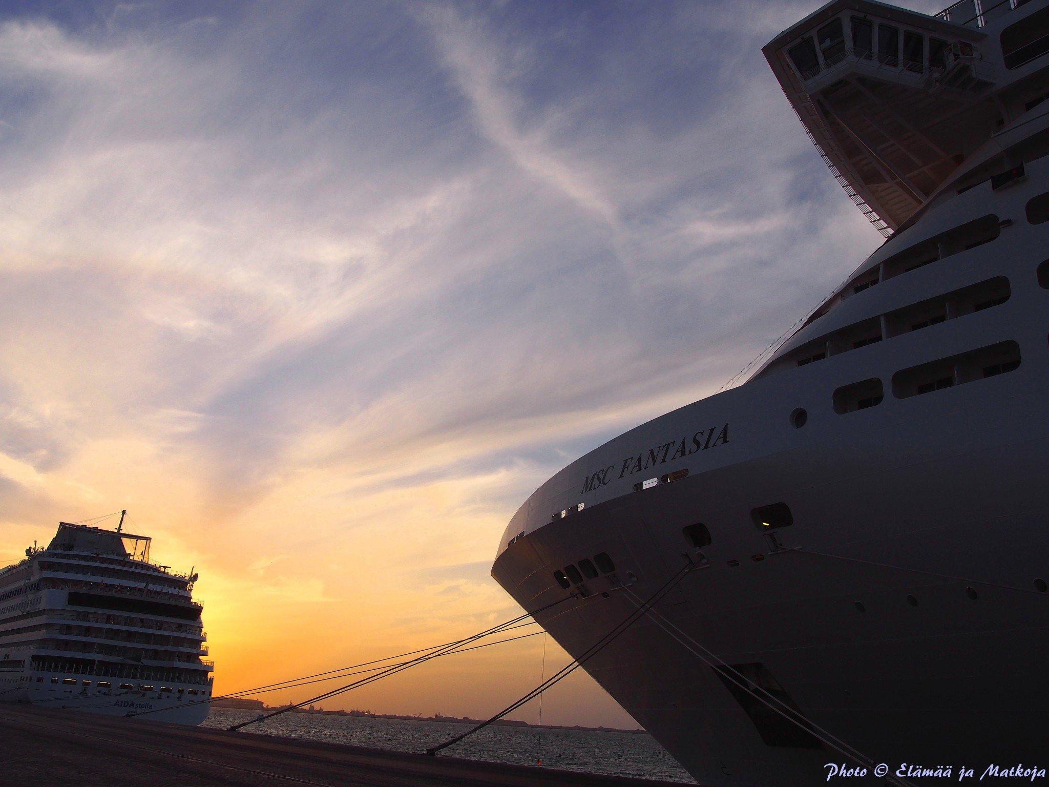 MSC Fantasia Dubain Port Rashid satamassa. Photo © Elämää ja Matkoja