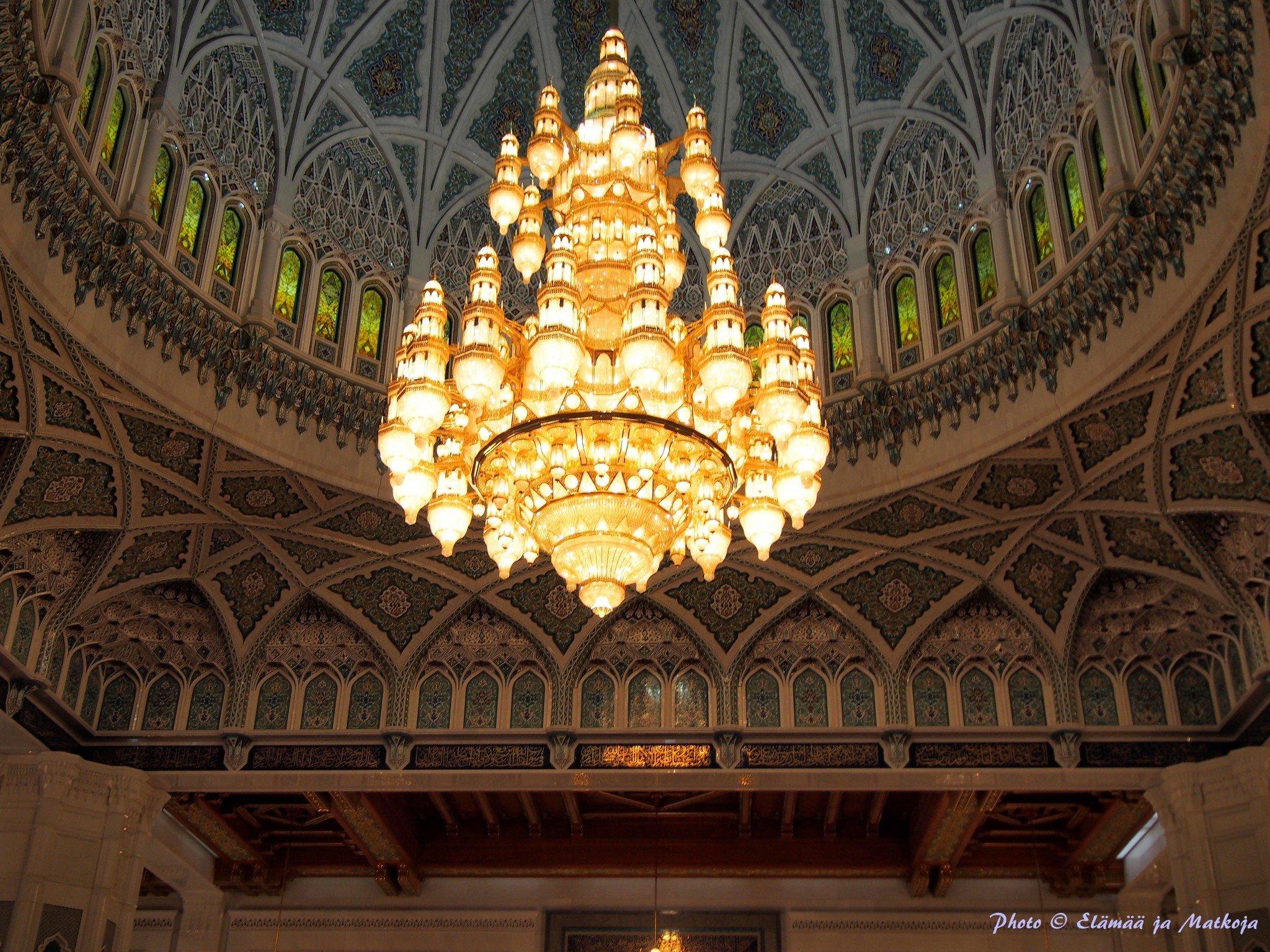 Sultan Qaboos Grand Mosque, Masqat Oman Photo © Elämää ja Matkoja