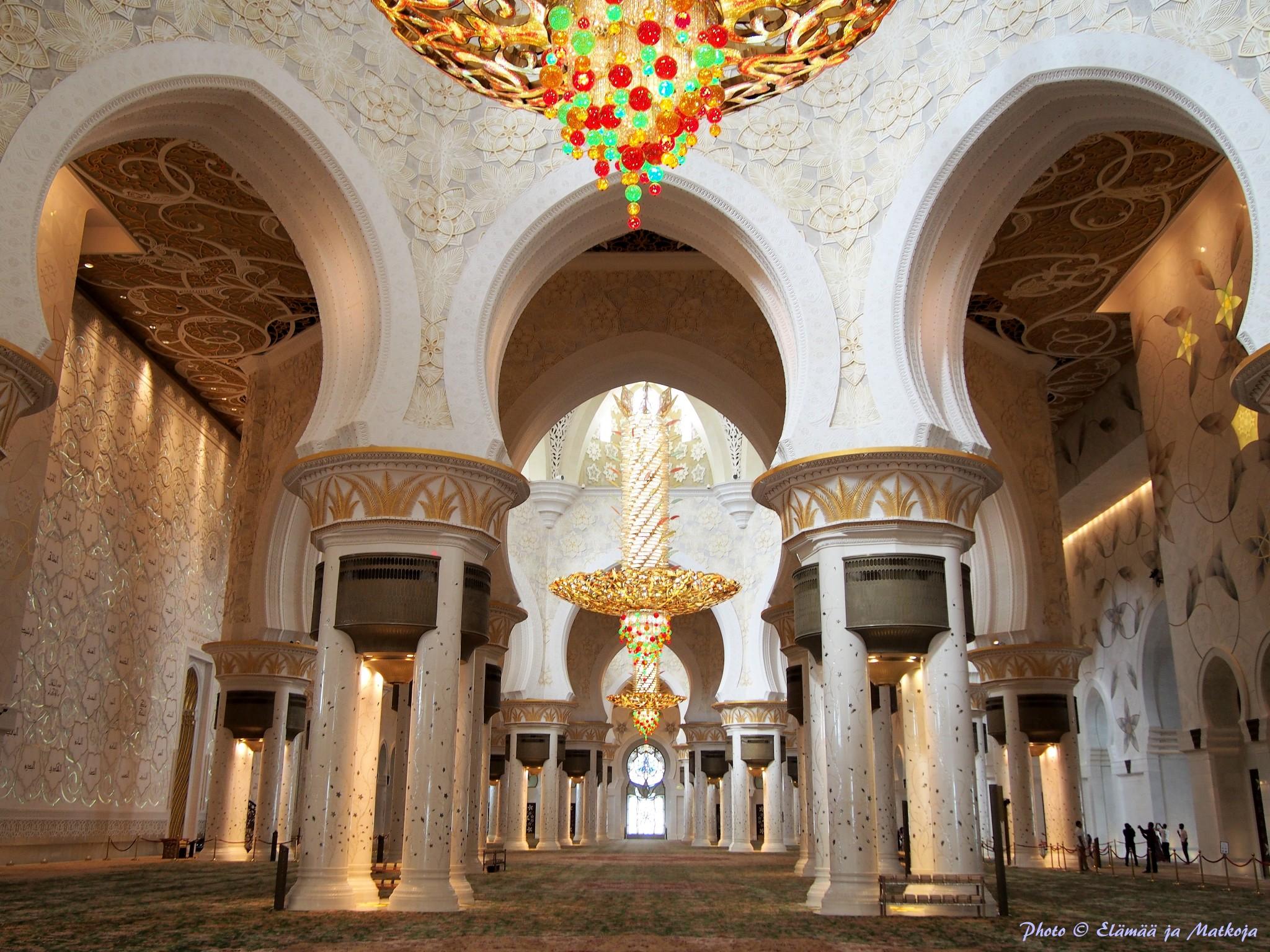 Sheikh Zayed Grand Mosque Abu Dhabi UAE 13 Photo © Elämää ja Matkoja