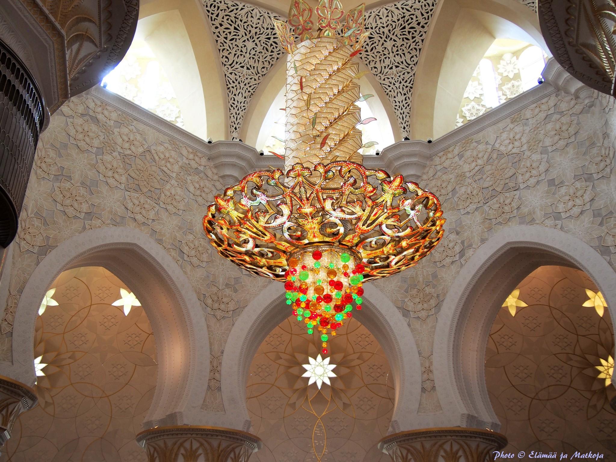 Sheikh Zayed Grand Mosque Abu Dhabi UAE 14 Photo © Elämää ja Matkoja