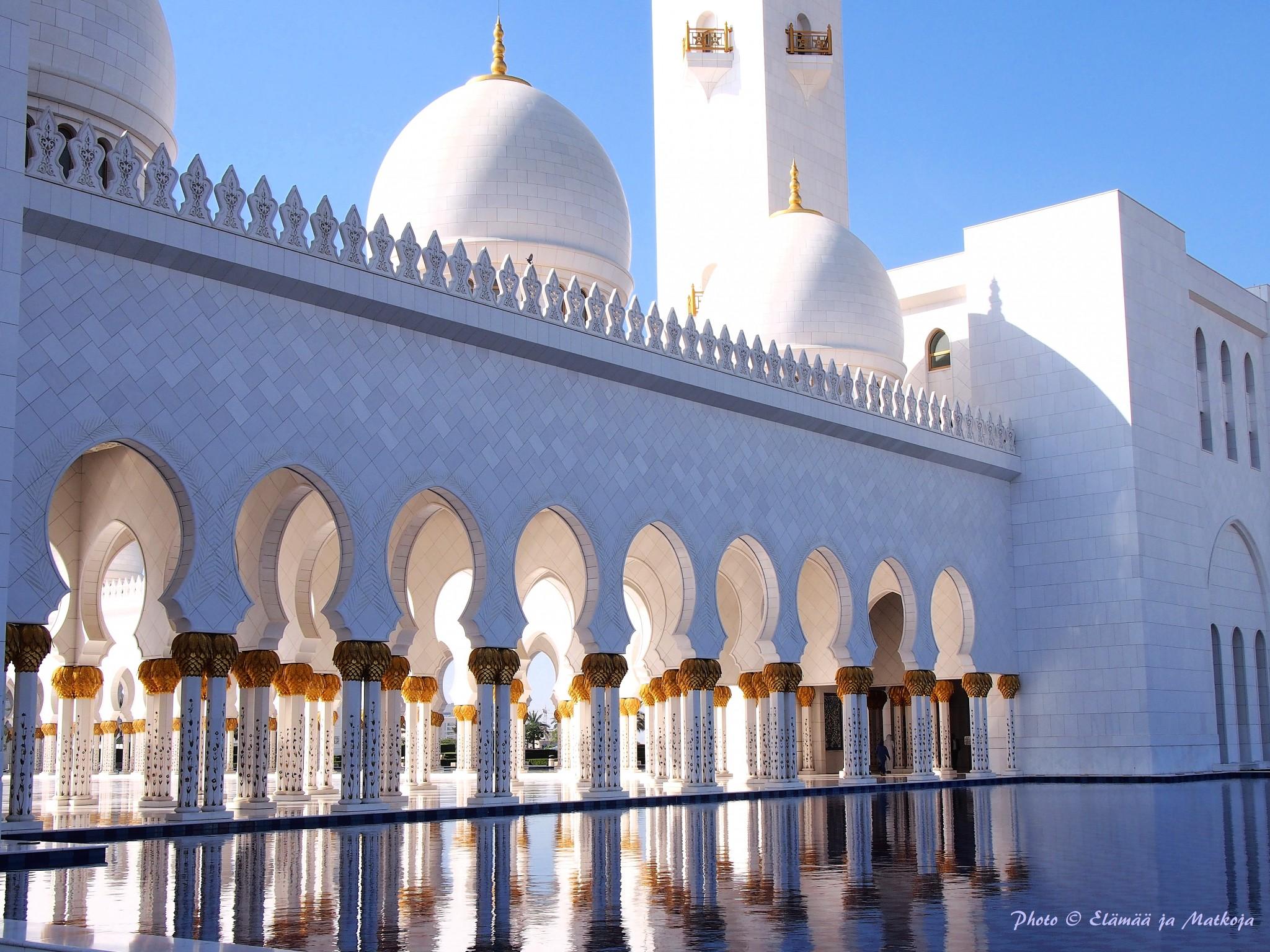 Sheikh Zayed Grand Mosque Abu Dhabi UAE 3 Photo © Elämää ja Matkoja