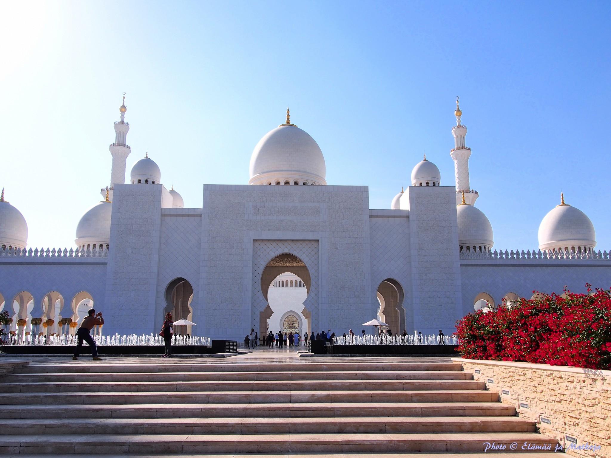 Sheikh Zayed Grand Mosque Abu Dhabi UAE 4 Photo © Elämää ja Matkoja