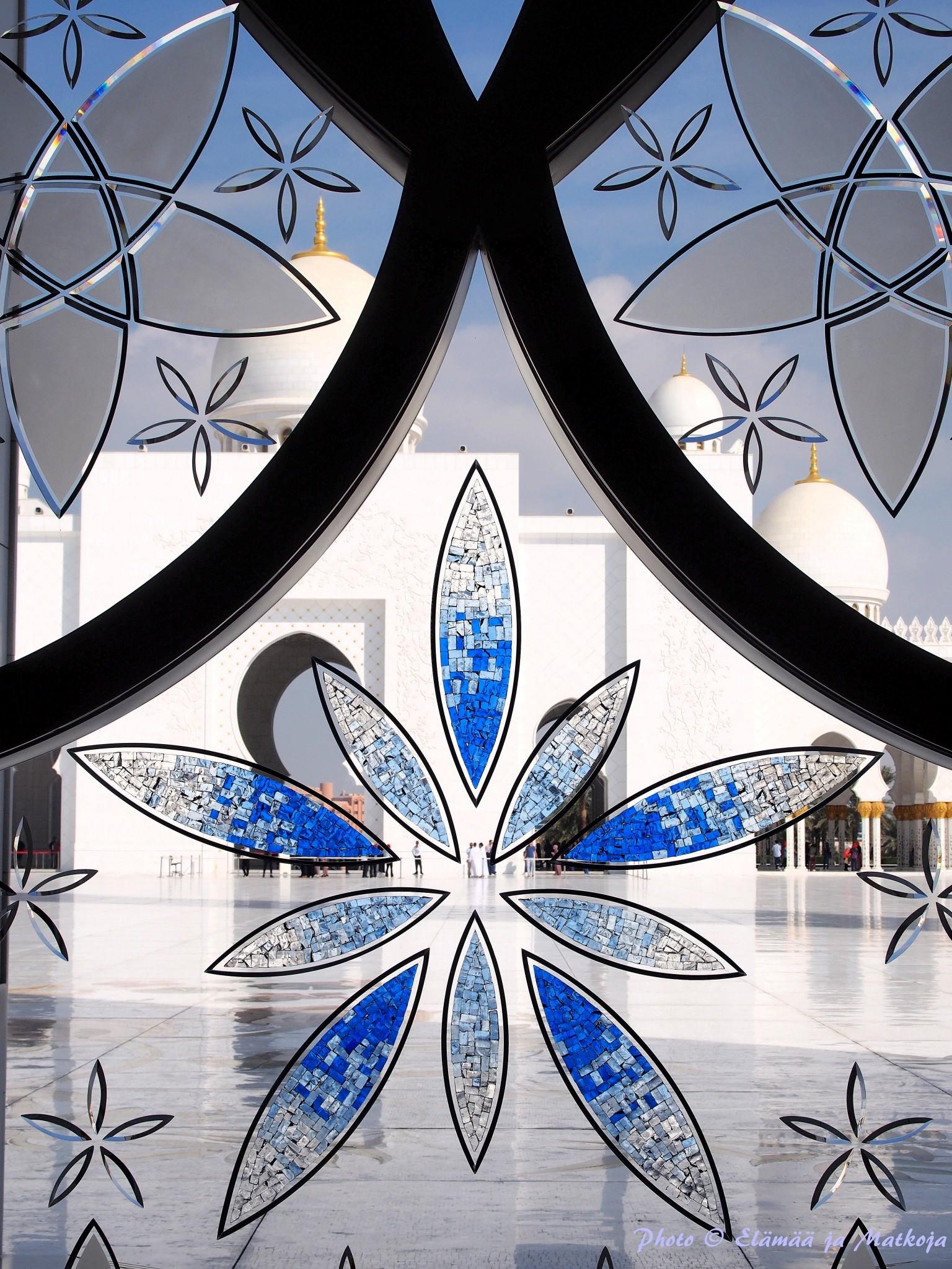 Sheikh Zayed Grand Mosque Abu Dhabi UAE 5 Photo © Elämää ja Matkoja