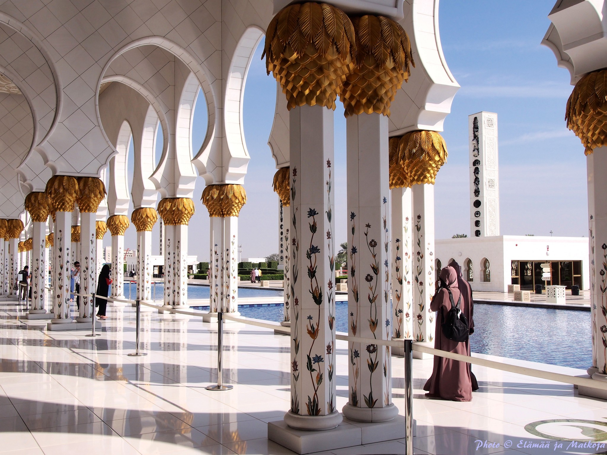 Sheikh Zayed Grand Mosque Abu Dhabi UAE 6 Photo © Elämää ja Matkoja