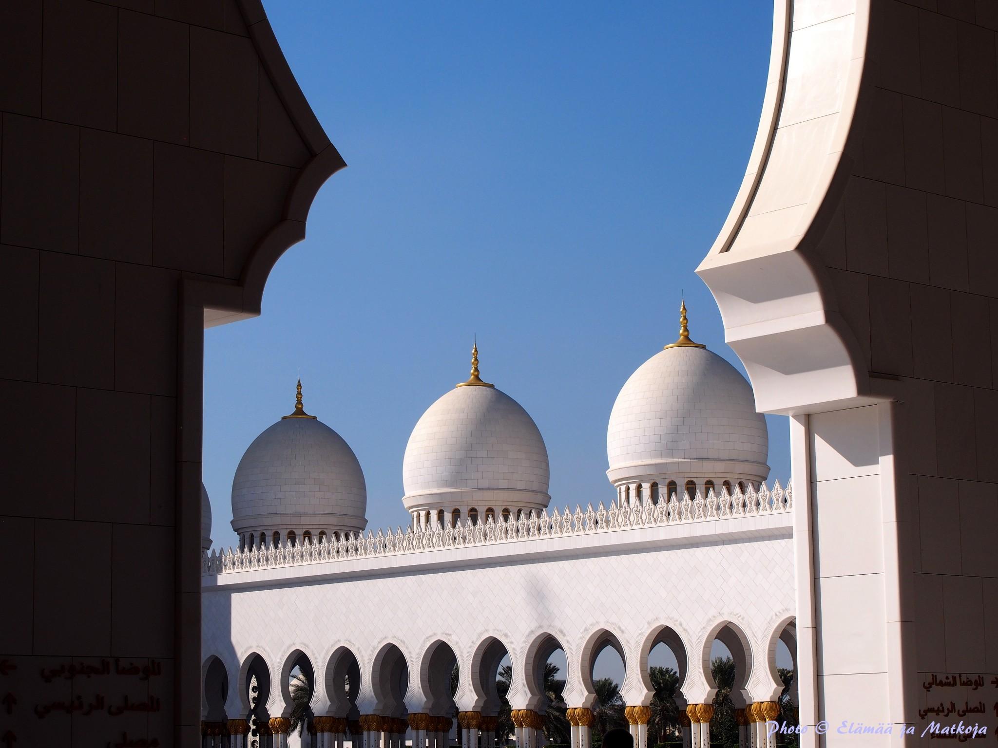 Sheikh Zayed Grand Mosque Abu Dhabi UAE Photo © Elämää ja Matkoja