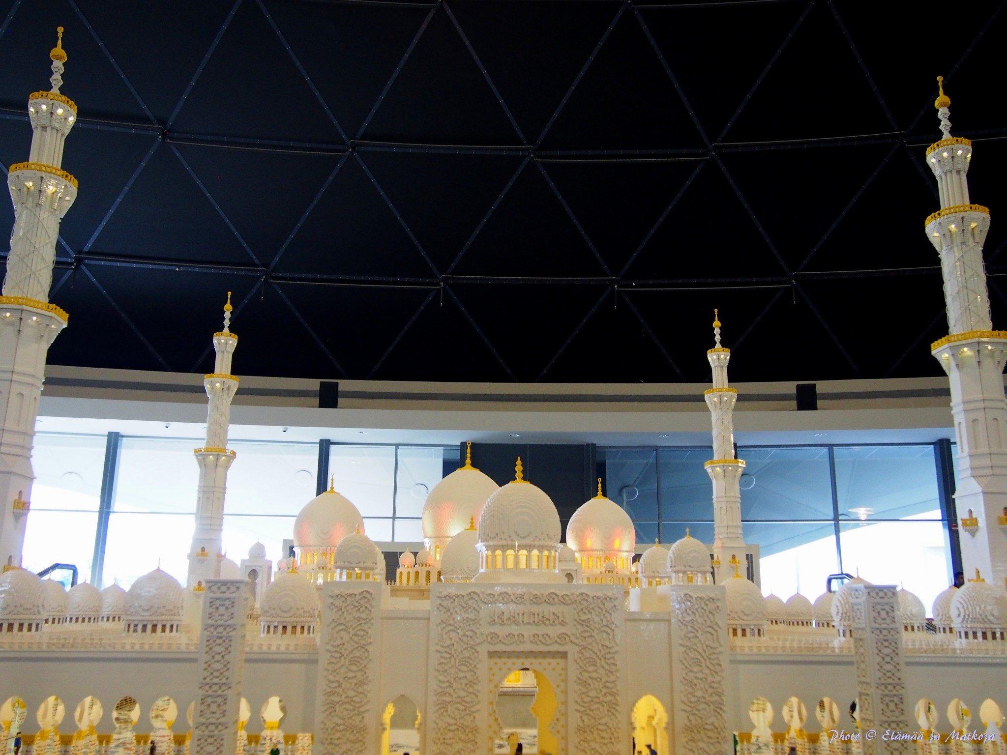 Legoland Dubai Sheikh Zayed Grand Moasque Photo © Elämää ja Matkoja
