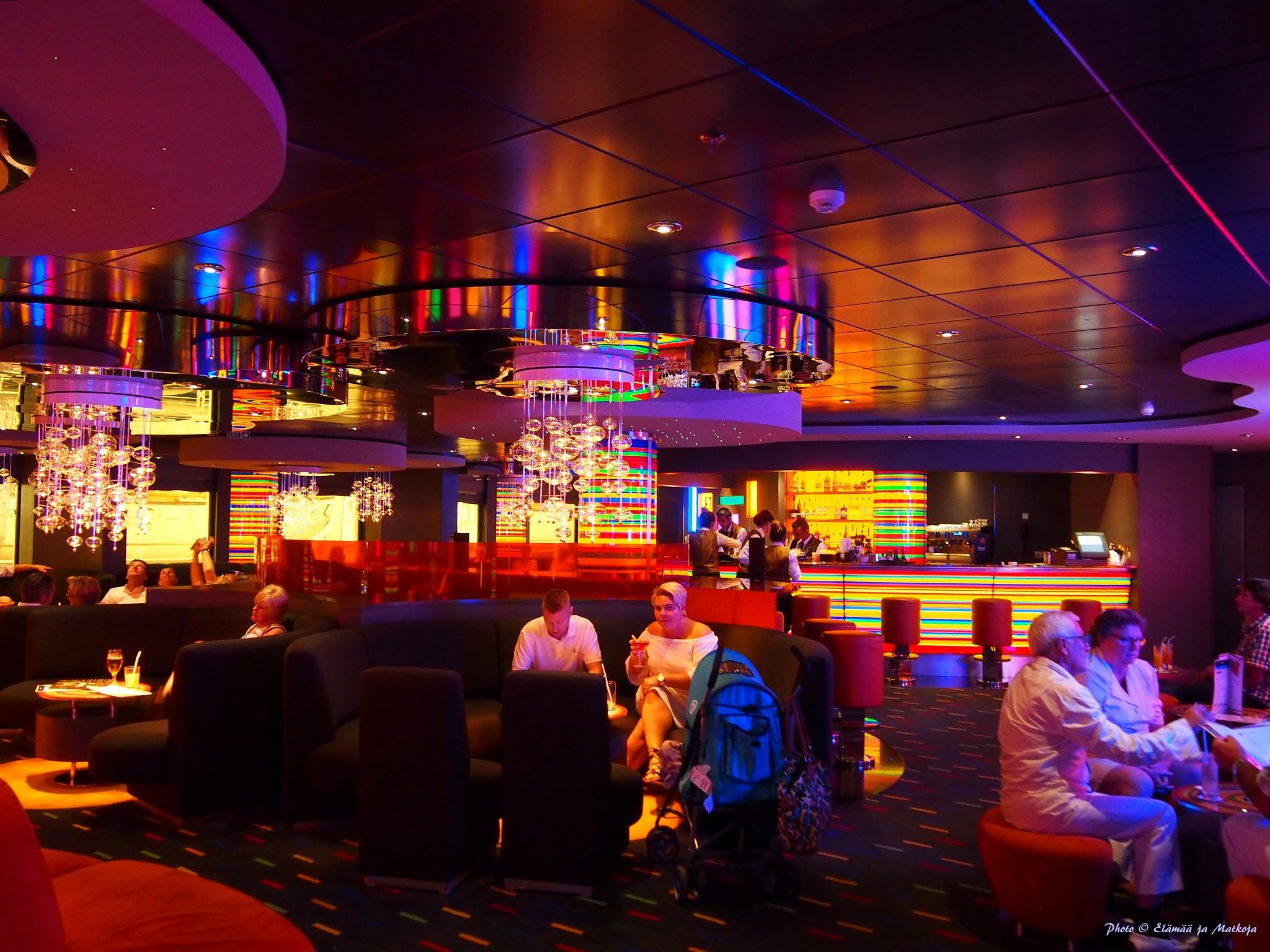 MSC Fantasia Manhattan Bar 2 Photo © Elämää ja Matkoja