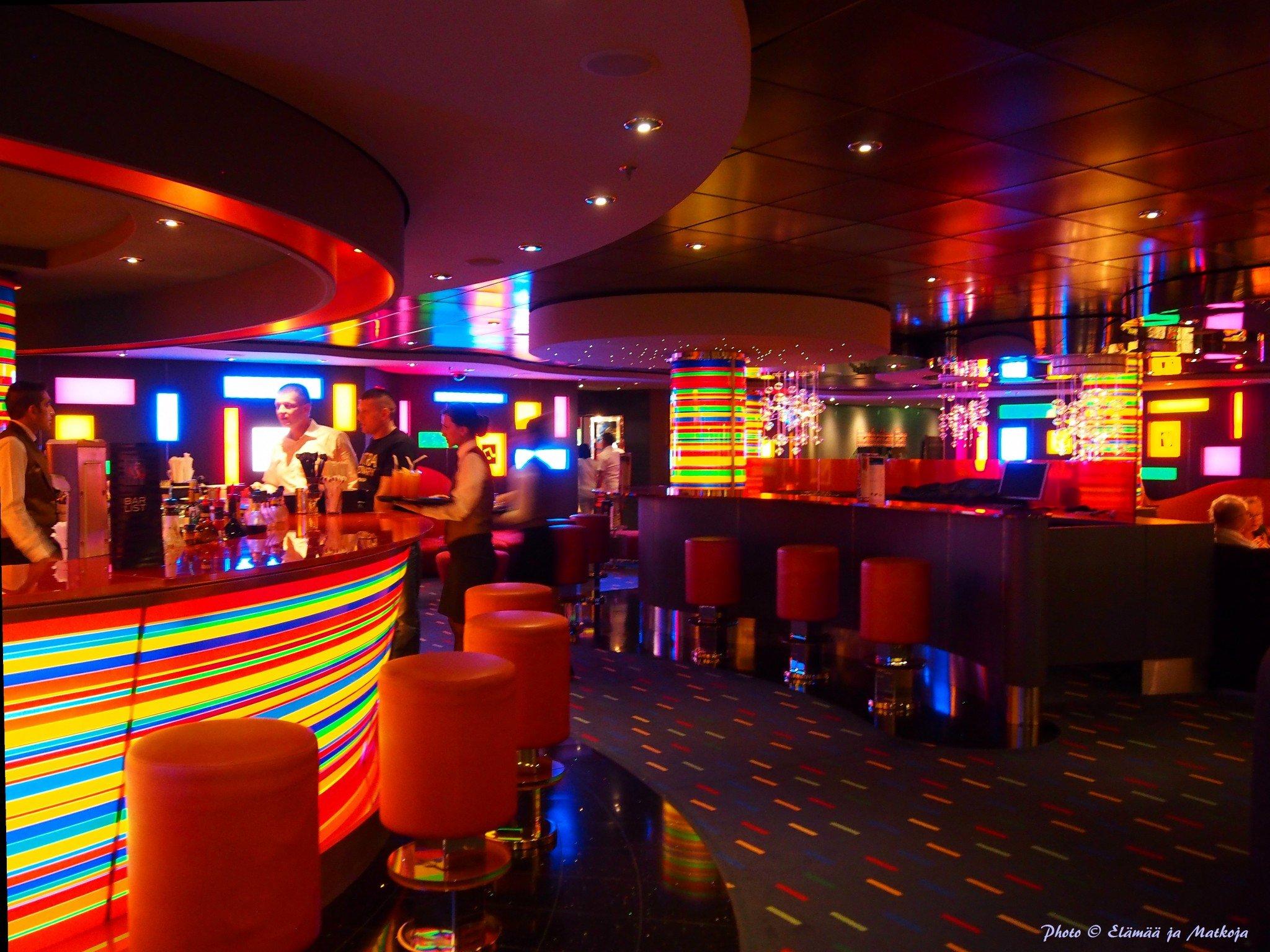 MSC Fantasia Manhattan bar Photo © Elämää ja Matkoja