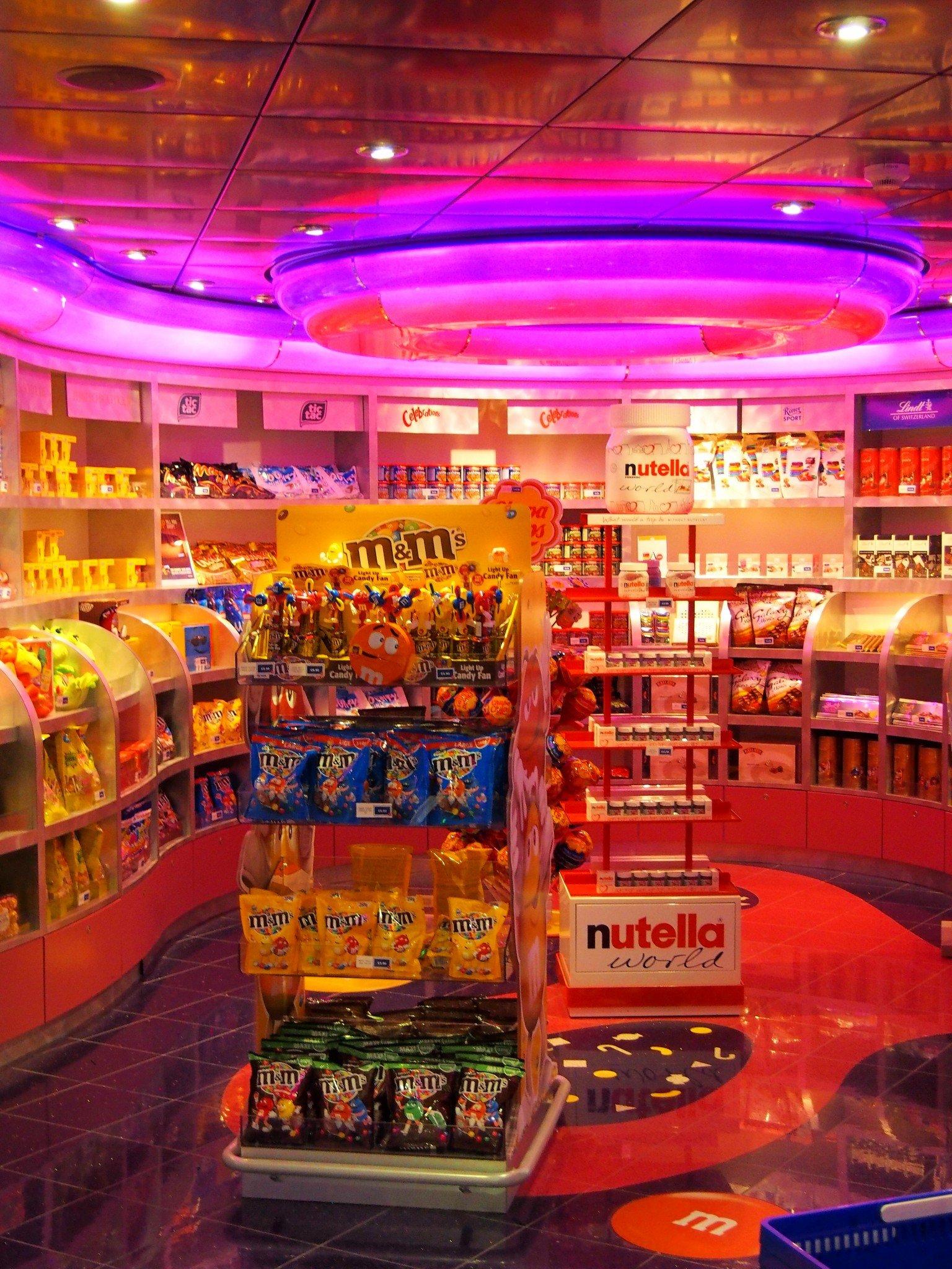 MSC Fantasia candy shop Photo © Elämää ja Matkoja