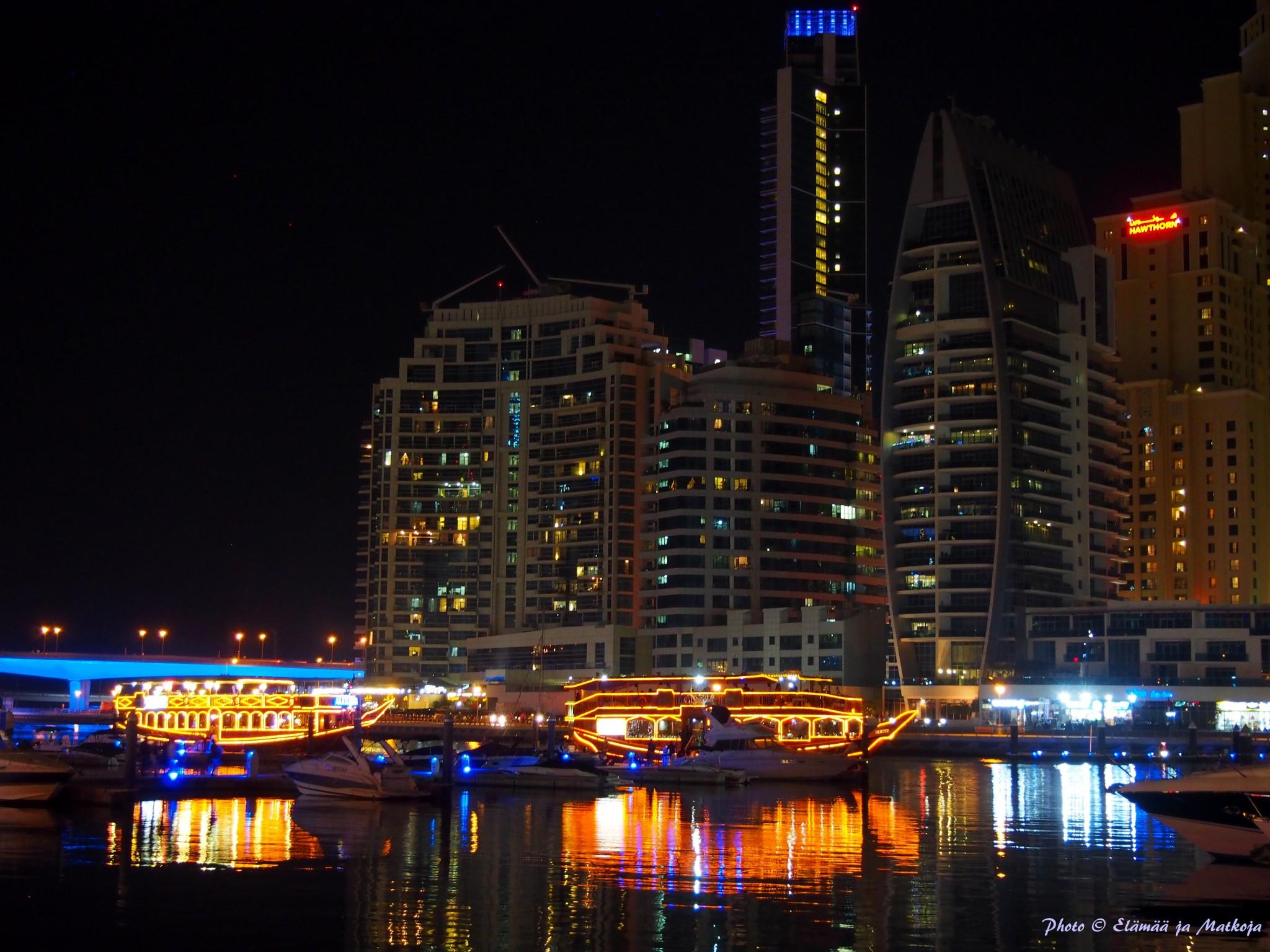 Pearl Marinan näkymä vastarannalle on iltavalaistuna kaunista katseltavaa.