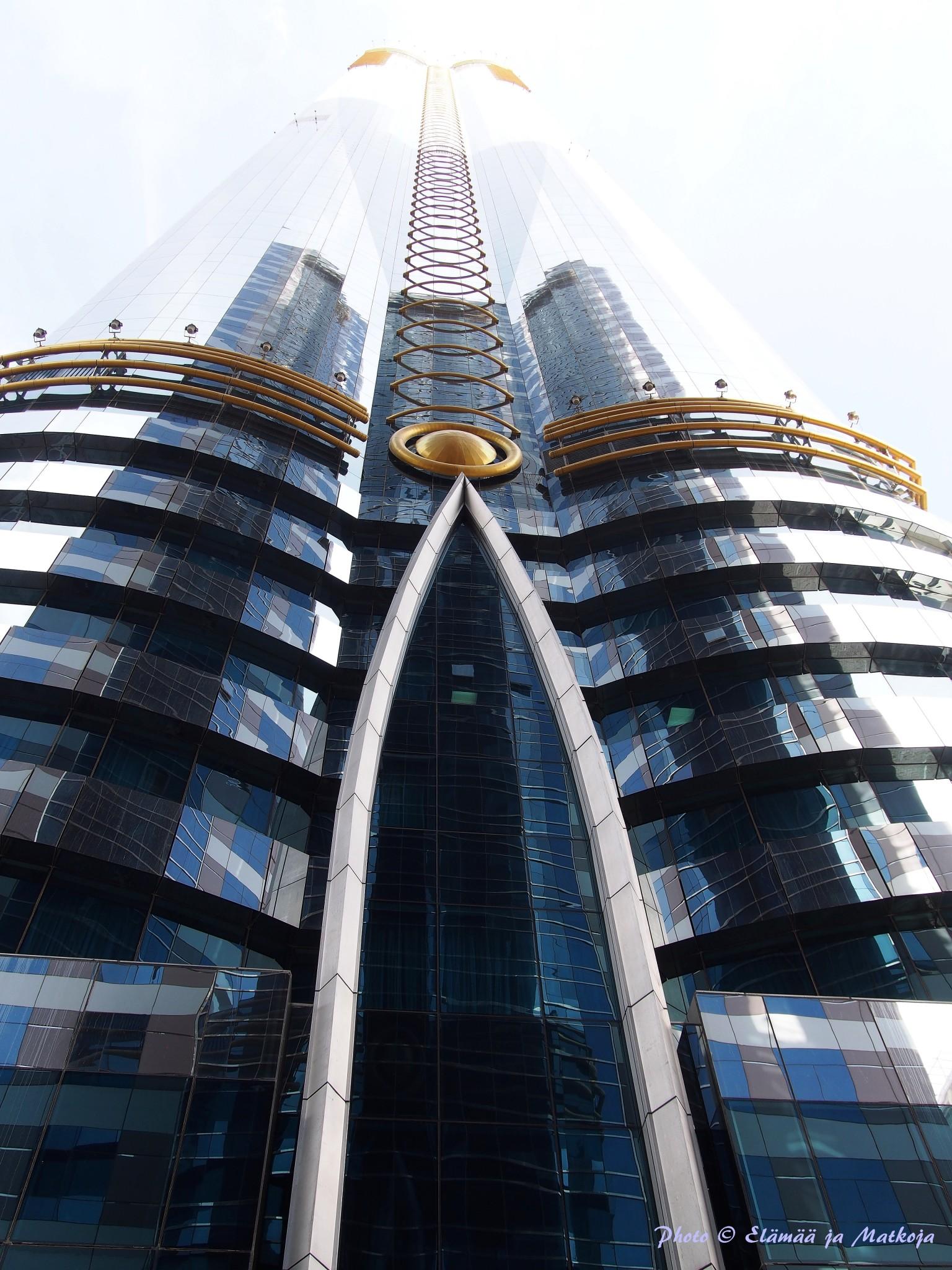 Rose Towerinakin tunnetun rakennuksen huikeat 333 metriä kurottavat kohti korkeuksia Photo © Elämää ja Matkoja