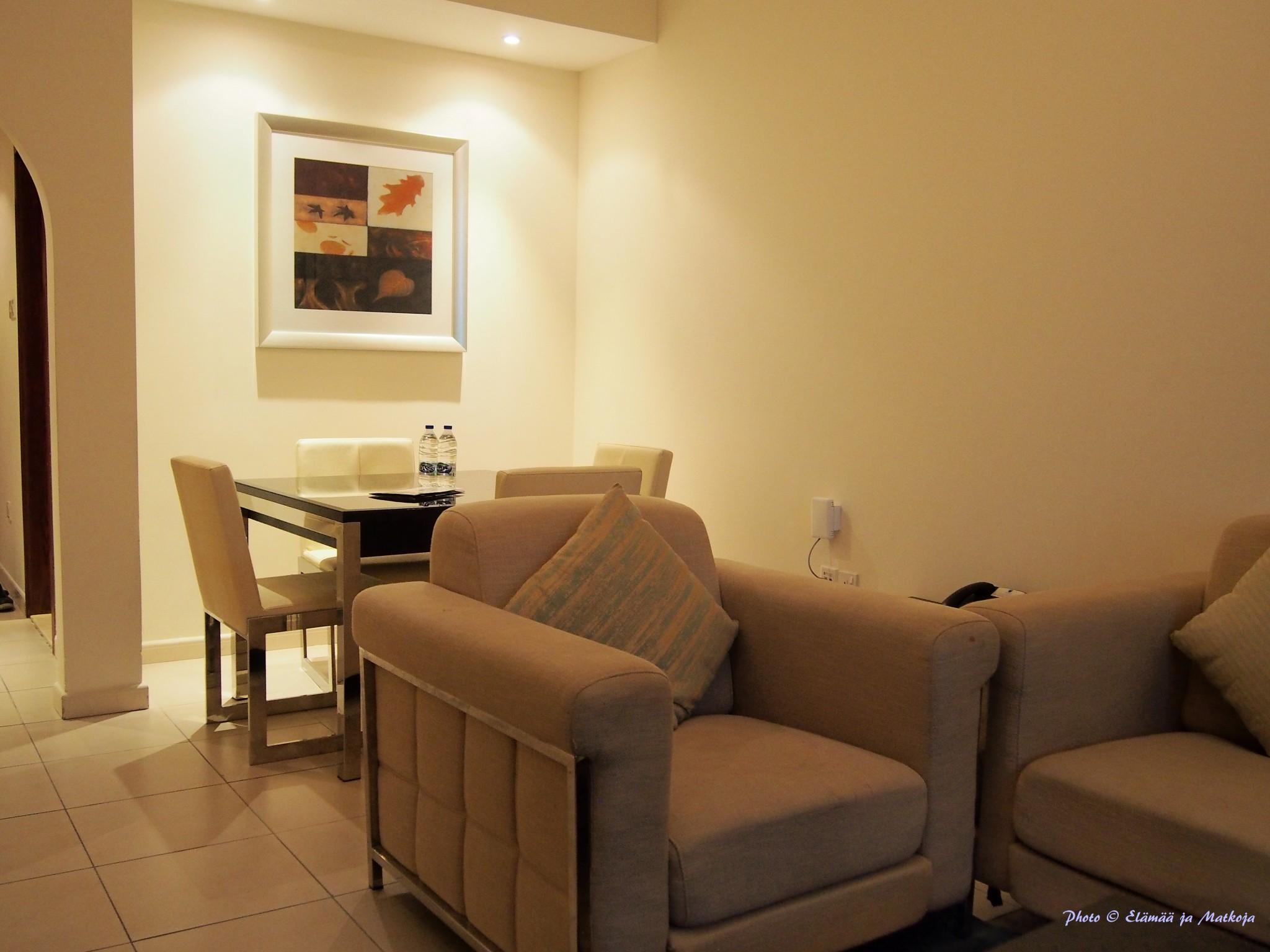 Pearl Marina Dubai Deluxe apt dining Photo © Elämää ja Matkoja