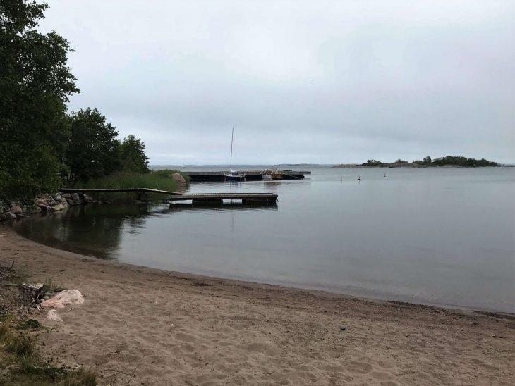 Brändö, huvivenesatama ja uimaranta saaristokierroksella Ahvenanmaan saaristossa