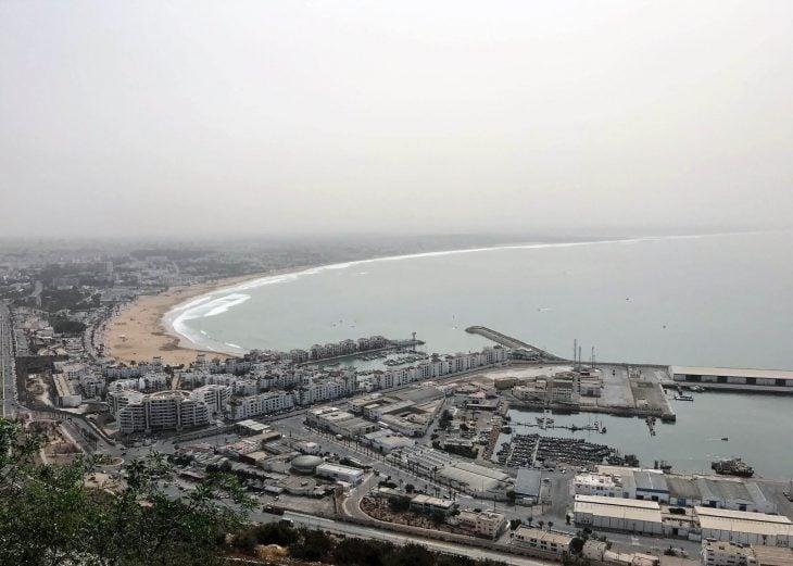 Marokko, Agadir nähtävää, näköalat kalasatamaan ja rannalle ylhäältä kasbahilta (Oufella)