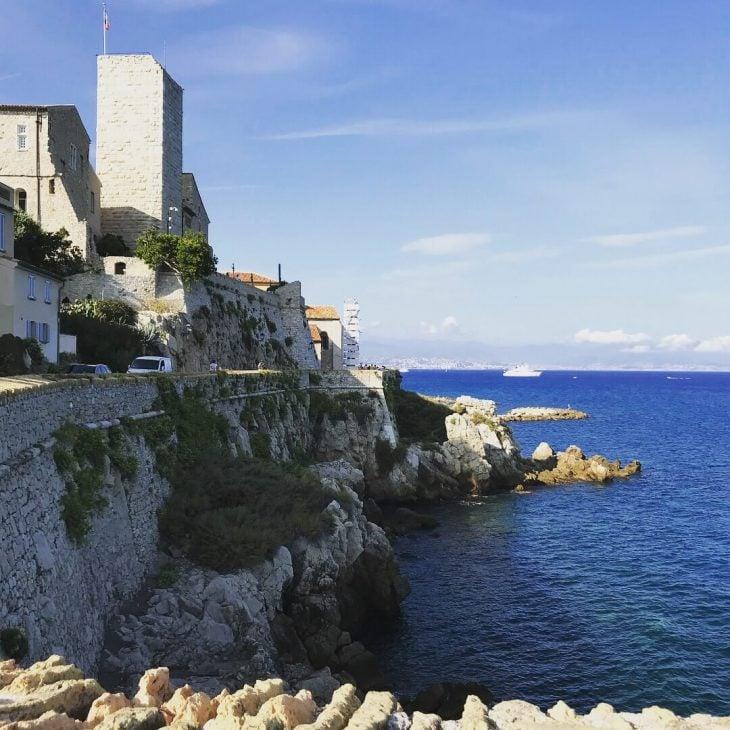 Ranska Antibes vanha kaupunki ja ranta kokemuksia