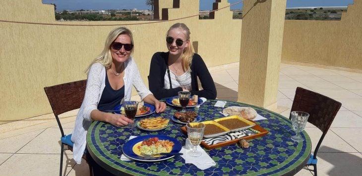 Lounaalla Johanna terassilla, Sidi Bibi lähellä Agadiria, Marokko