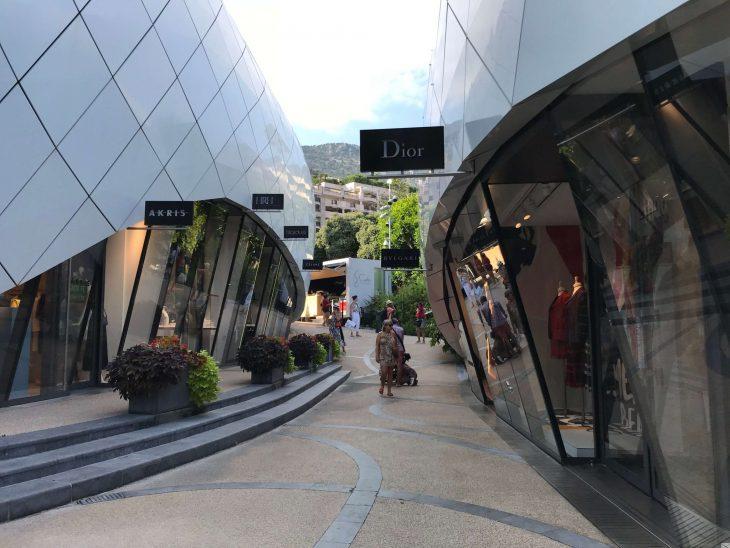 Ranska Riviera nähtävää ostoksilla Monacon luksusliikkeitä Casinon läheisyydessä