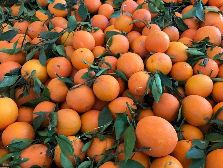 Marokko Agadir nähtävää ja ostoksia: Aadir souk, Tuoreita appelsiineja markkinoilla