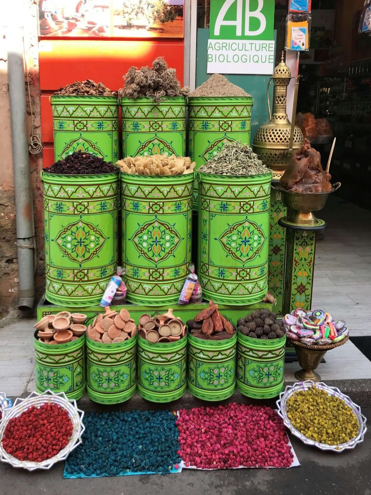Marokko Marrakech nähtävää Maustekauppa, medina, kokemukia vanha kaupunki