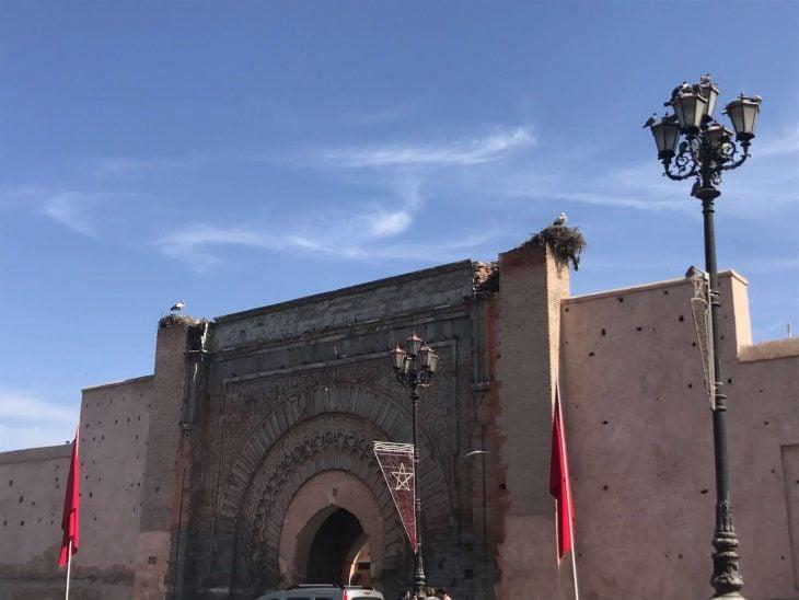 Marrakech Medinan yksi porteista, kokemukia vanha kaupunki Marokko