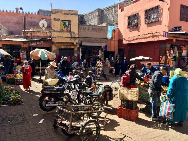 Marokko nahtavaa Marrakech medina, Djemaa el Fna tori, kokemukia vanha kaupunki
