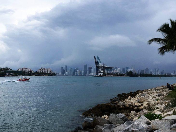 Sateet ja ukkonen Miami Florida