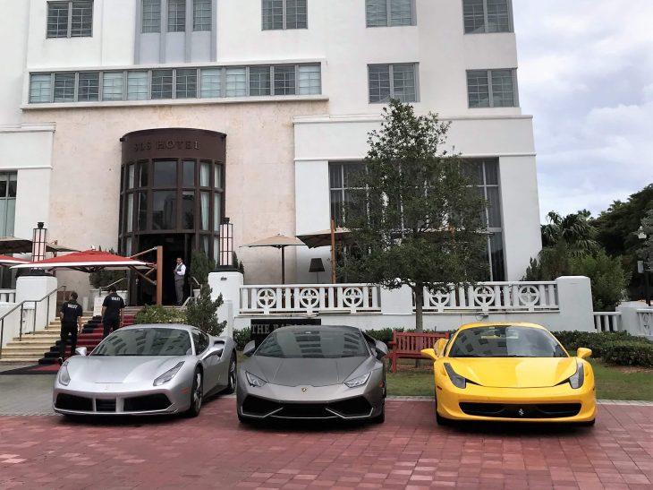 Nahtavaa Miamissa, Florida: autoja