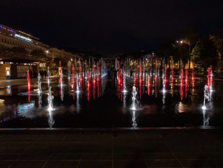 Ranskan Riviera nähtävää, Nizza Place Massena ja suihkulähteet yöaikaan