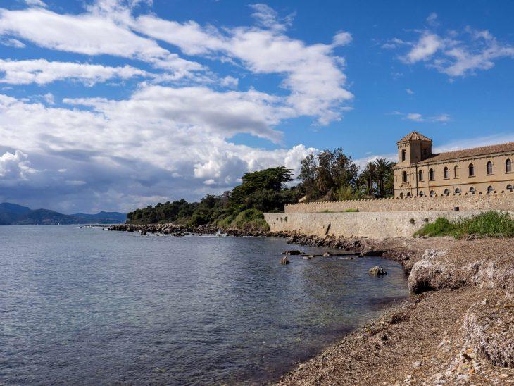 Ranskan Riviera nähtävää, luonnonkaunis Saint-Honorat luostarisaari Cannesin edustalla
