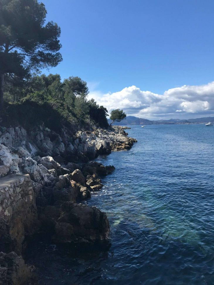 Ranskan Riviera nähtävää Luonnonkaunis Saint-Honorat saari annesin edustalla