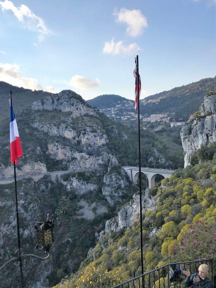 Ranskan Riviera nähtävää, Eze vuoristokylä vuoren rinteellä, upeat näköalat