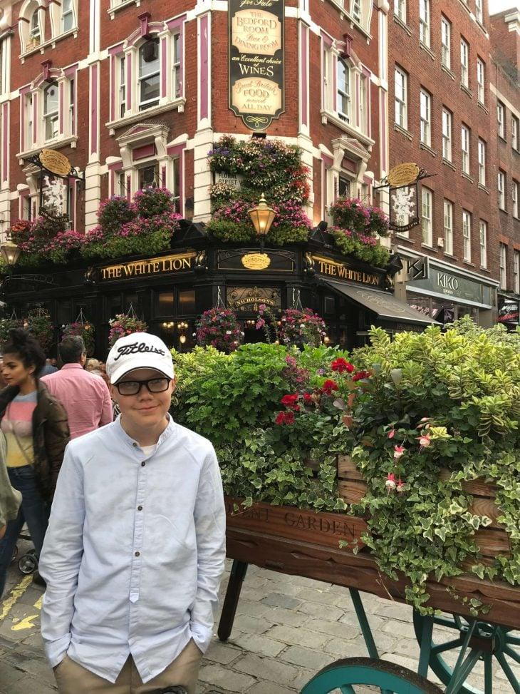 Lontoo nähtävää ja kokemuksia - pubissa syömässä