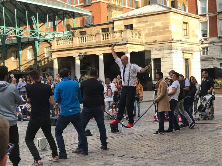 Lontoo nähtävyyksiä ja kokemuksia - Covent Garden katutaiteilijoita