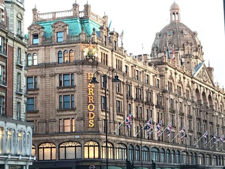 Lontoo nähtävyyksiä ja kokemuksia - Harrdos tavaratalo ostokset