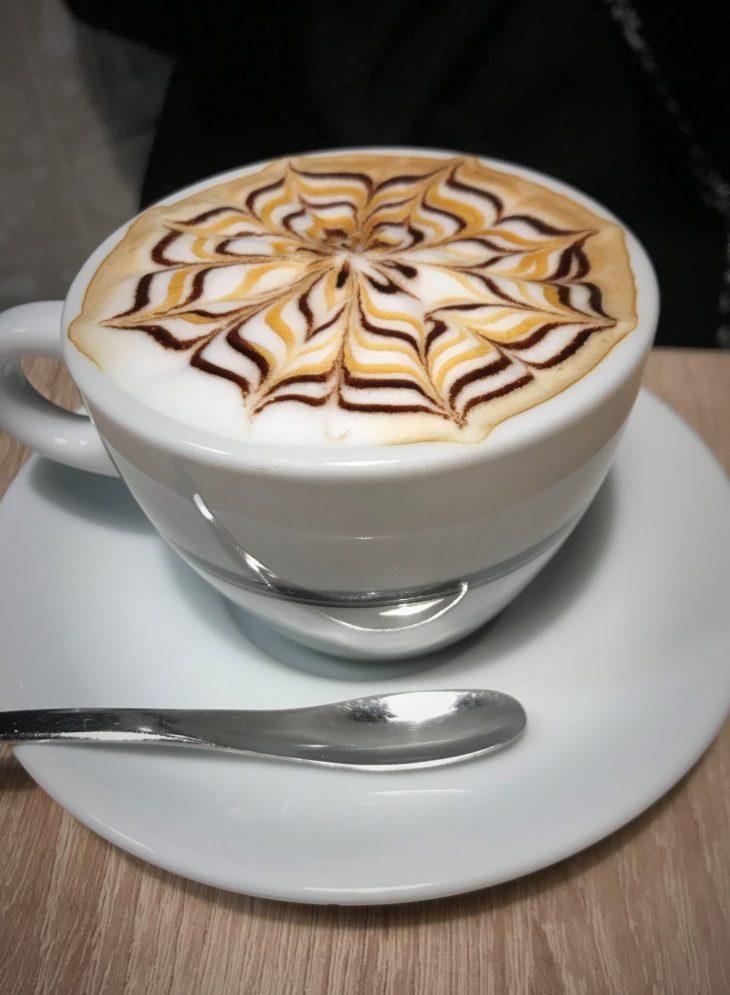 Kahvila Caffe Carissimi. Tallinna vanha kaupunki, tekemistä teinien kanssa