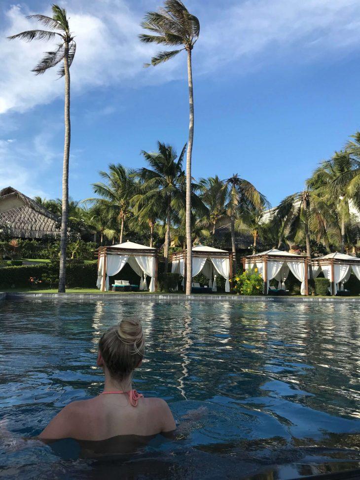 Mui Ne, Phan Tiet, Vietnam kokemuksia, hotelli Aroma Beach resort, altaalla, sää, matkablogi, Aurinkomatkat