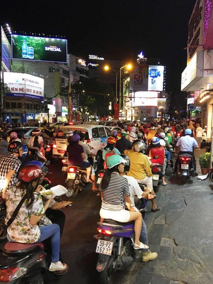 Liikennettä Ho Chi Minh City, Saigon, Vietnam kokemuksia, Phan Tiet, matkablogi, Aurinkomatkat