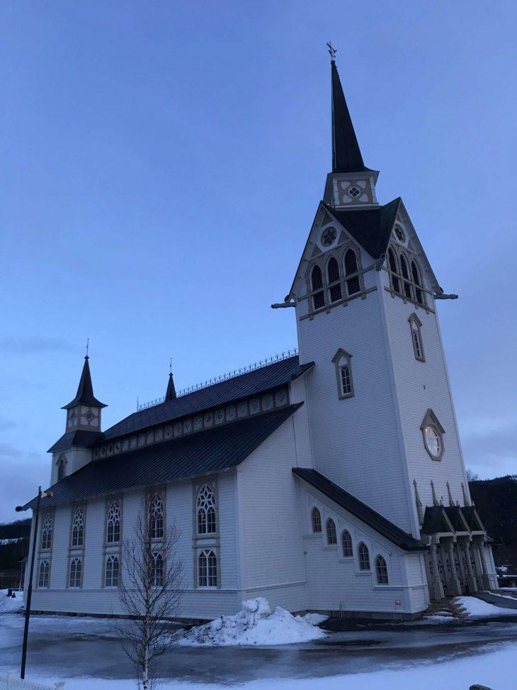 Duved kirkko, nähtävää ja koettavaa Åre Ruotsi, laskettelu, koiran kanss
