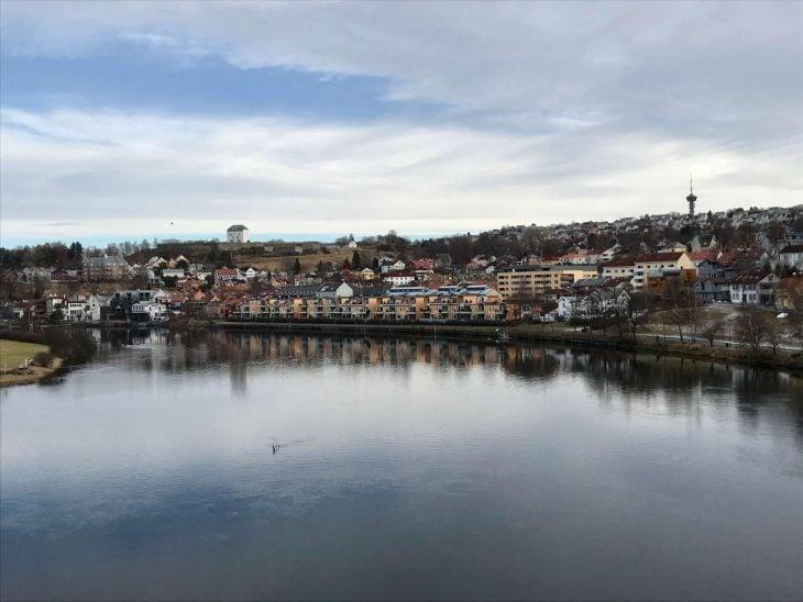Åresta Trondheim Norja, sää helmikuu, nähtävää, jokirantaa, kirkko, matkablogi