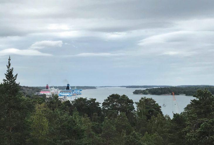 Ahvenanmaan saaristokierroksella, Siljan ja Viking Linen laivat Maarianhamina