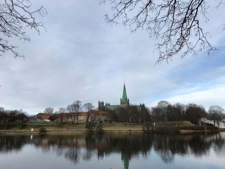 Trondheim, Norja, päiväretkellä Åresta Ruotsista, Nidaros-katedraali, jokiranta, Arja, matkailu, matkablogi, korona