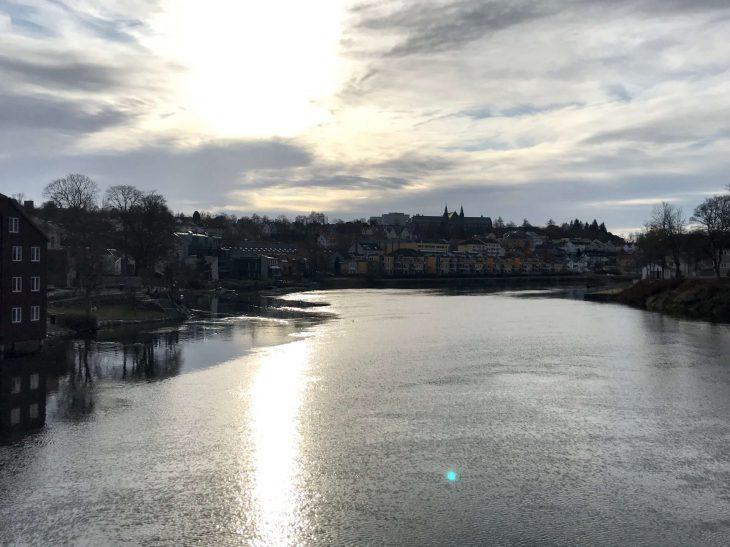 Trondheim, Norja, päiväretkellä Åresta Ruotsista, jokiranta, matkailu, matkablogi, korona