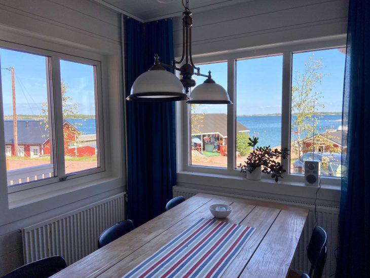 Ahvenanmaan saaristoon saaristolautta Kustavista, majoitus mökki saaristossa, Pellas Marina huoneistot, Lappo, vierassatama saaristotunnelmaa