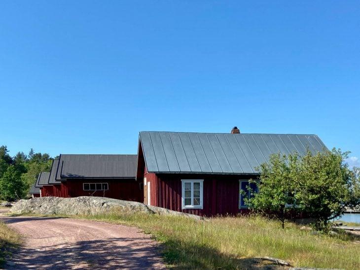 Ahvenanmaan saaristoon saaristolautta Kustavista, majoitus mökki saaristossa, Pellas, Lappo, vierassatama saaristotunnelmaa